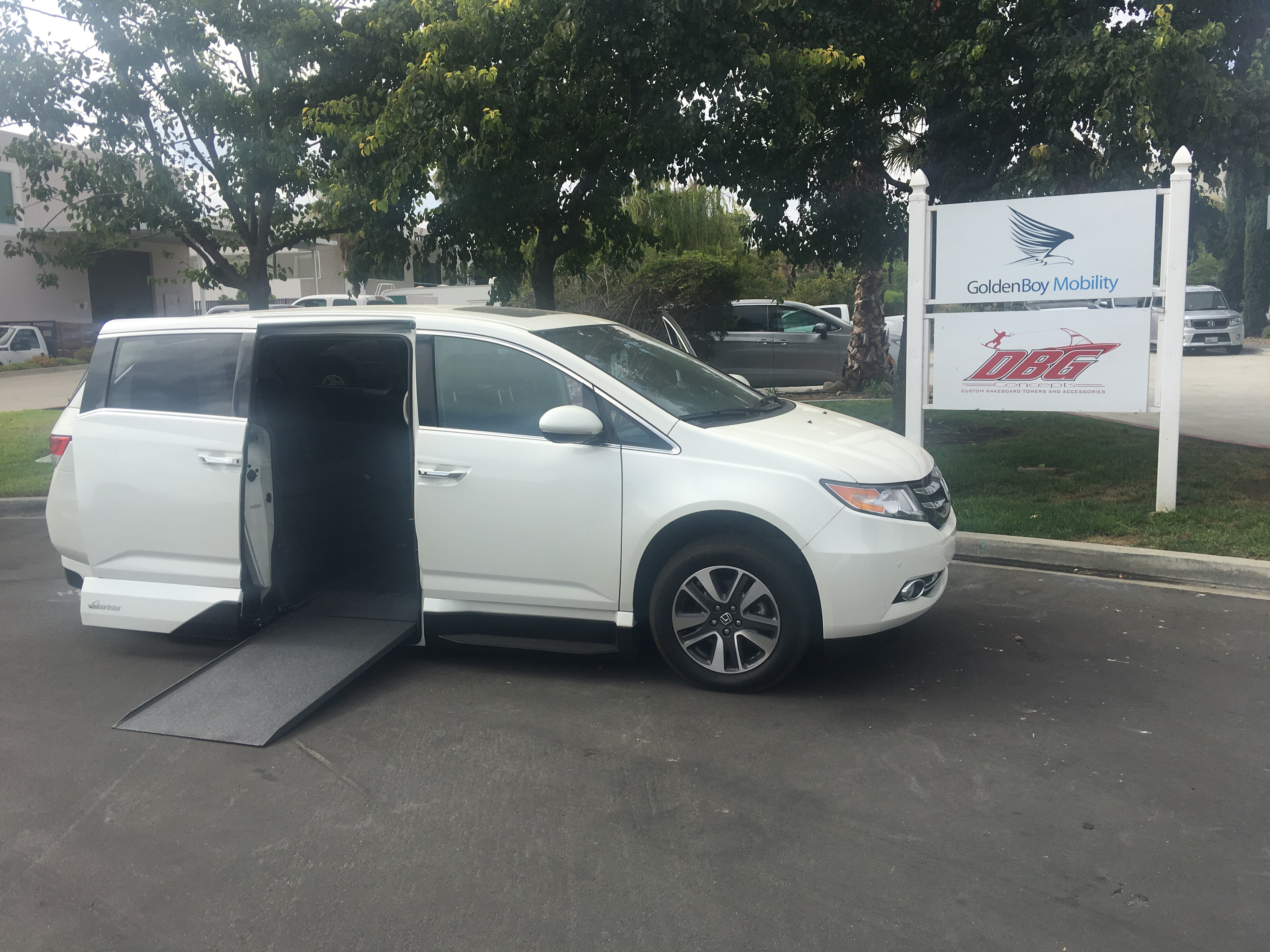 2015 Honda Odyssey Touring Elite II handicap van $53 000
